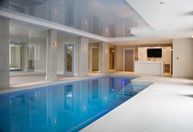 Выбор потолка для бассейна