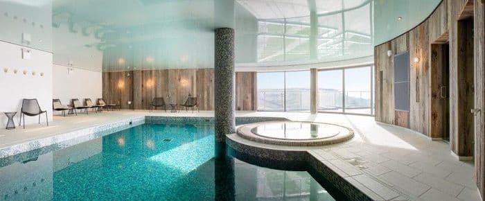 Цена натяжного потолка для установки в бассейне