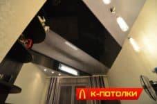 Двухуровневый глянцевый натяжной потолок в спальне