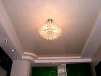 Натяжной потолок из белого глянца